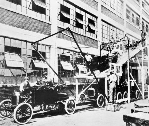 Cadena de montaje del Ford T - Foto: www.wikipedia.es