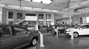 Exposición de coches de un concesionario Volkswagen - Foto: www.comocompraruncoche.com/