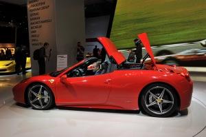 Ferrari 458 Spider replegando el techo de una sola pieza - Foto: http://automoviles-ultimo-modelo.blogspot.com.es