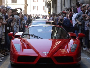 Ferrari Enzo en una calle italiana - Foto: www.motorfan.es/