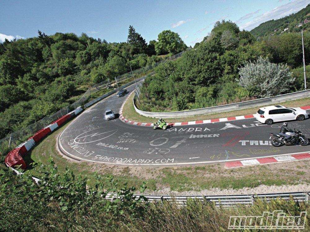 Maleza y pintadas en el circuito - Foto: http://image.modified.com/