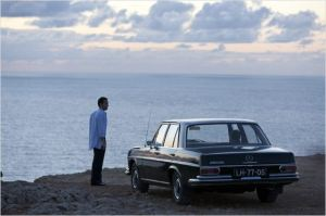 Escena de la película con un Mercedes Clase S (W116)