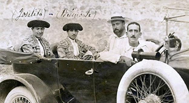 Joselito y Belmonte en un Ford T
